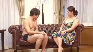 Chubby mature housewife makes a hand work to a teen boy.