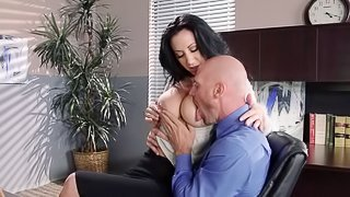 The boss fucks his secretary and busts a nut on her face