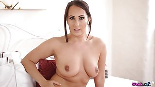 Curvy girl gives the best JOI