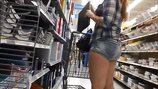 Candid PAWG in the store