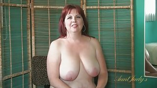 Mature BBW bares her big tits and sexy ass