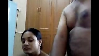Lovely wife with hubby on Camshow