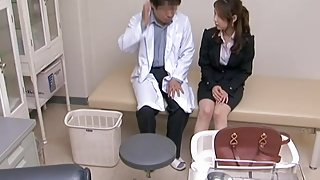 Gyno slammed his patient.s cunt in his doctor.s office