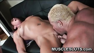 Big clit sucked by ripped dude
