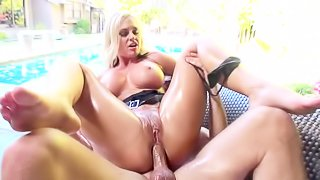 Curvy blonde wants hot anal banging